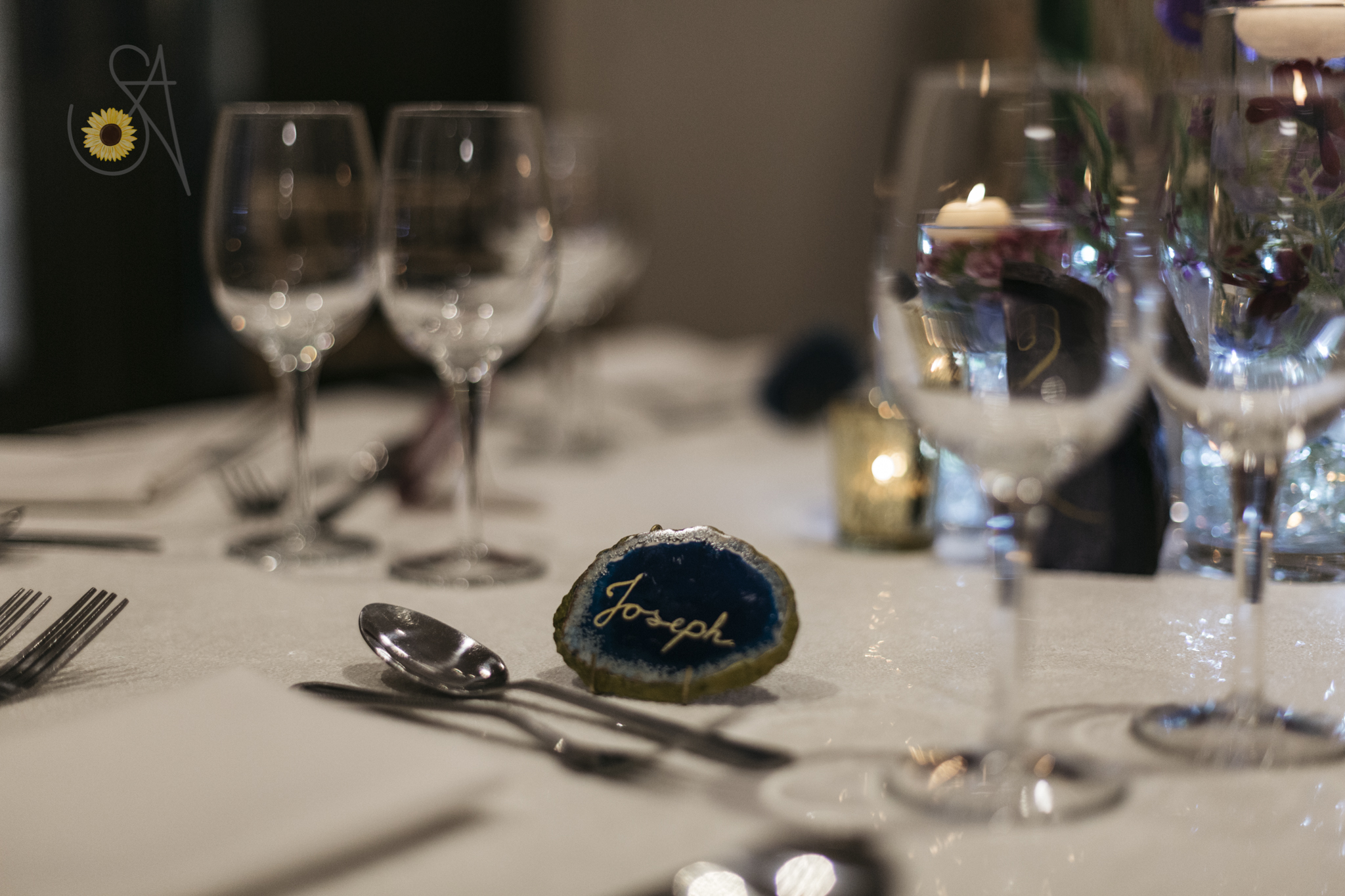 Venue decor with agate slice guest favour and place card | Fabulous Functions UK | Swindon