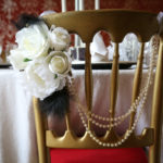 Roses and feathers for a 30s inspired venue decor
