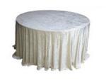 white-crushed-velet-table-cloth-Fabulous-Functions-UK-London-Swindon